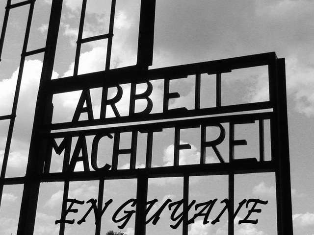 Arbeit macht frei en Guyane