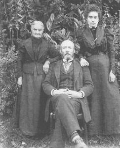 Arthur Roques, Marie et Julia Vors vers 1900