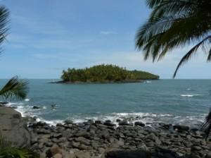 Vue sur l\'île du Diable depuis l\'île Royale