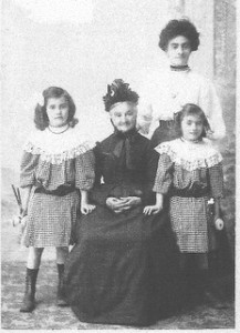 Marie, Julia, Yvonne et Olga Vors en 1907