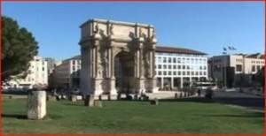 Porte d\'Aix à Marseille, le décor et la propriété