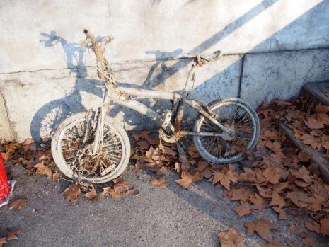 Vélo mangé par la boue