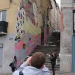 graffeur-en-action-avec-voyeurs-6276