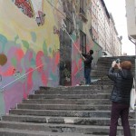 graffeur-en-action-avec-voyeurs-6278