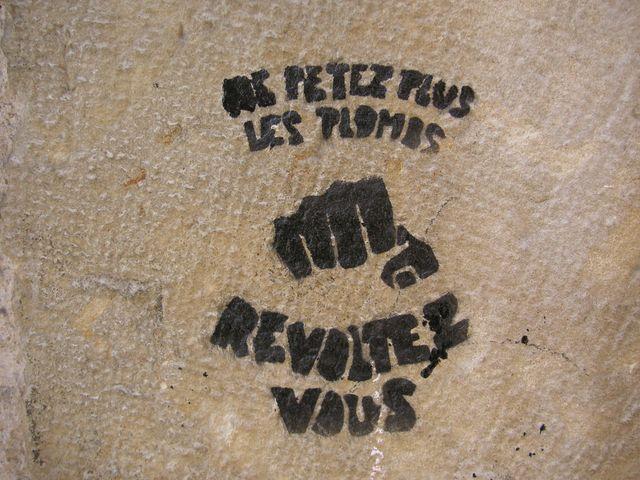 Humeur de l'instant... en ce que vous voulez Graffiti-politix-quand-je-vous-dis-que-les-pierre-transpirent-lutopie-2874