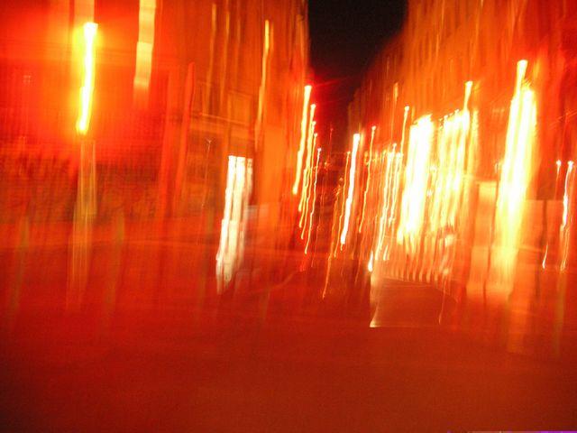 http://www.atelierdecreationlibertaire.com/croix-rousse-alternative/wp-content/uploads/les-lumieres-de-ma-ville-rue-des-pierres-plantees-3786.jpg